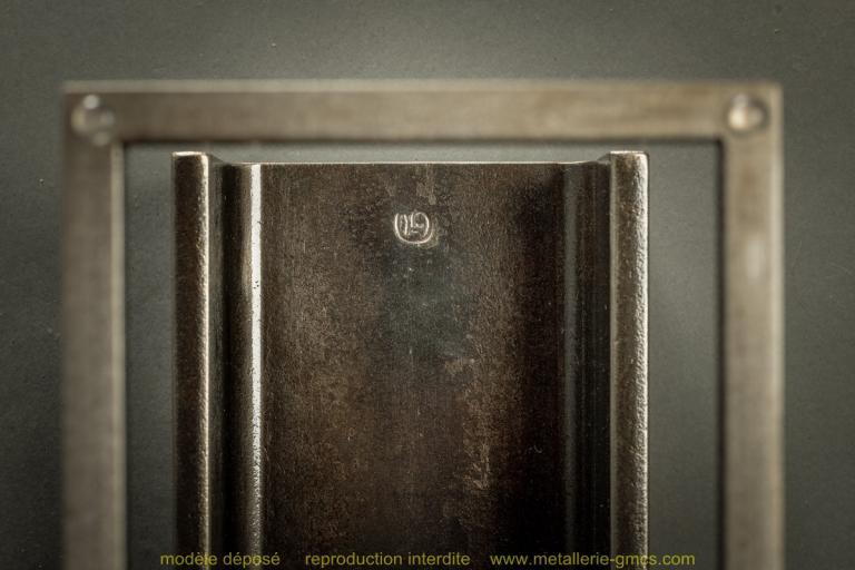 table basse type H détail du poinçon