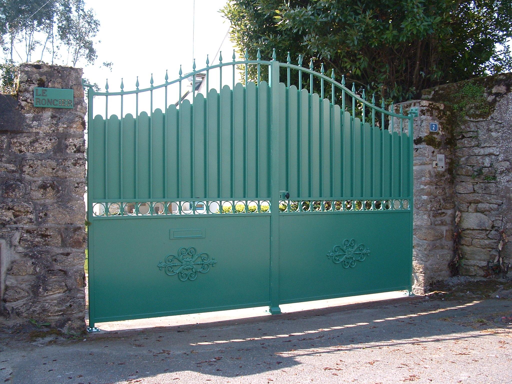 portail double vantaux, tôlé galvanisé et peint