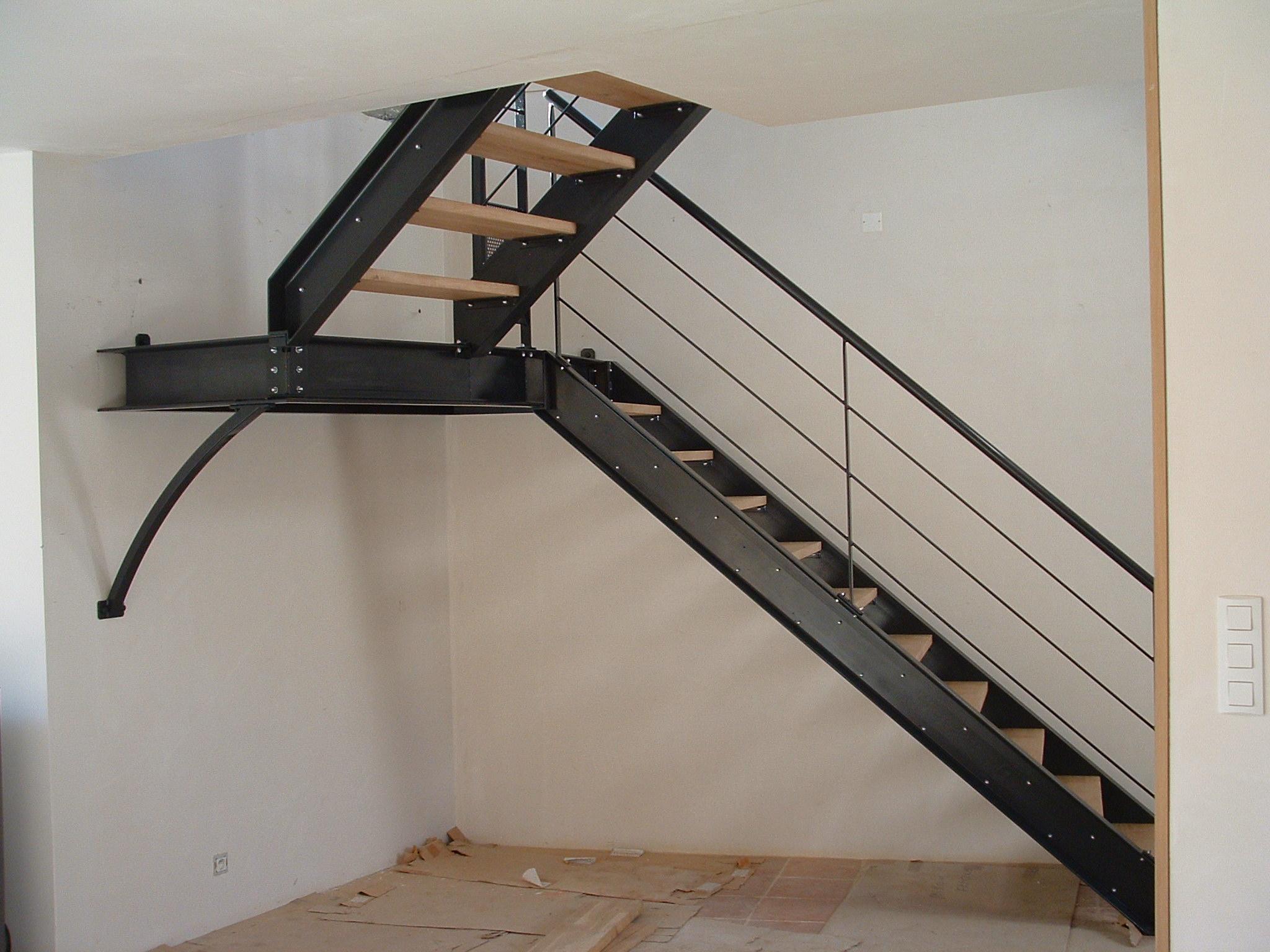 escalier en UPN et palier intermédiaire, marches bois
