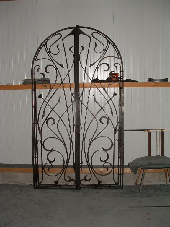 petit portail d'inspiration art nouveau, fer forgé