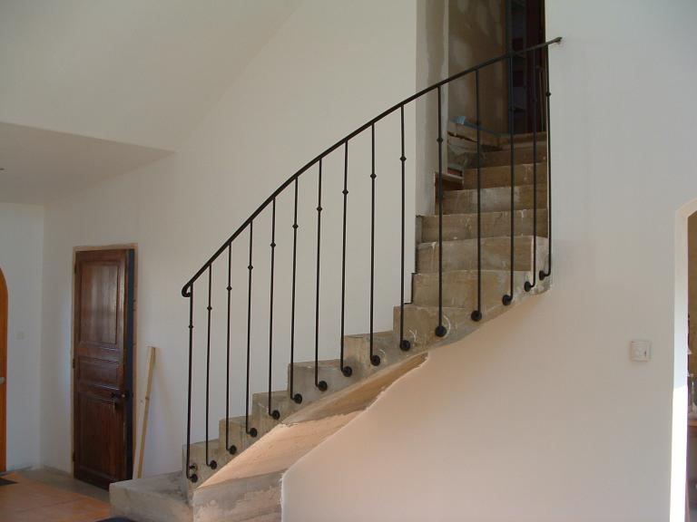 rampe à l'ancienne sur escalier béton