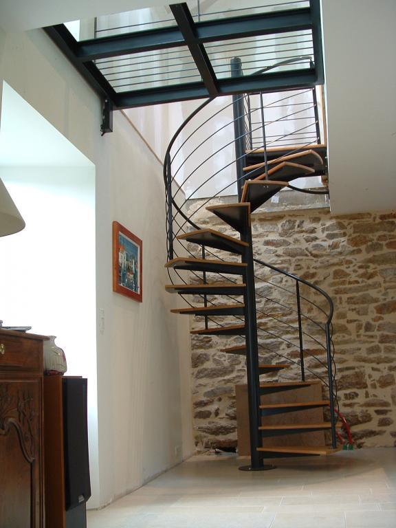 escalier en colimaçon avec marches bois