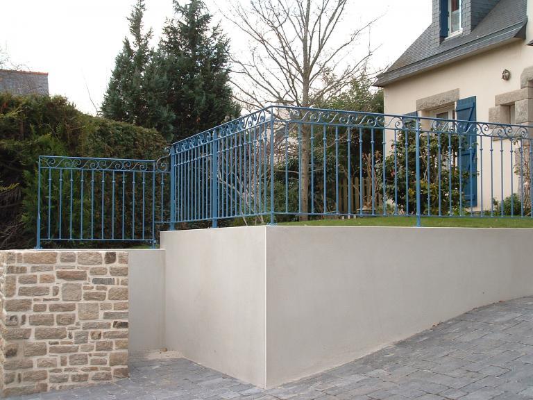 garde corps sur muret en acier galvanisé et peint