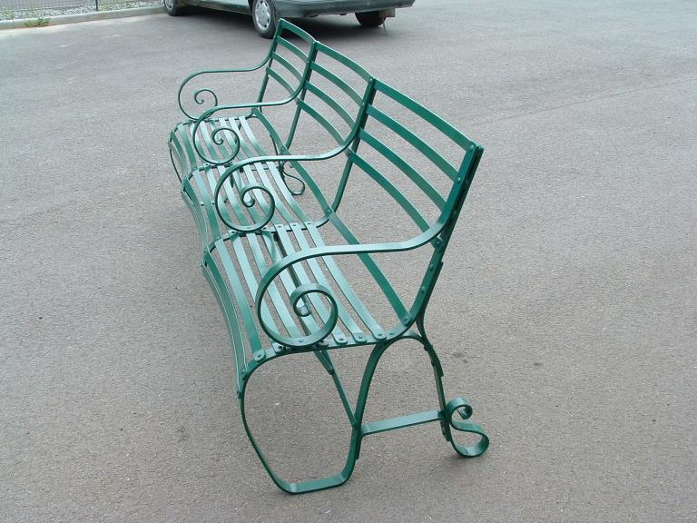 Banc de jardin de style en acier galvanisé et peint