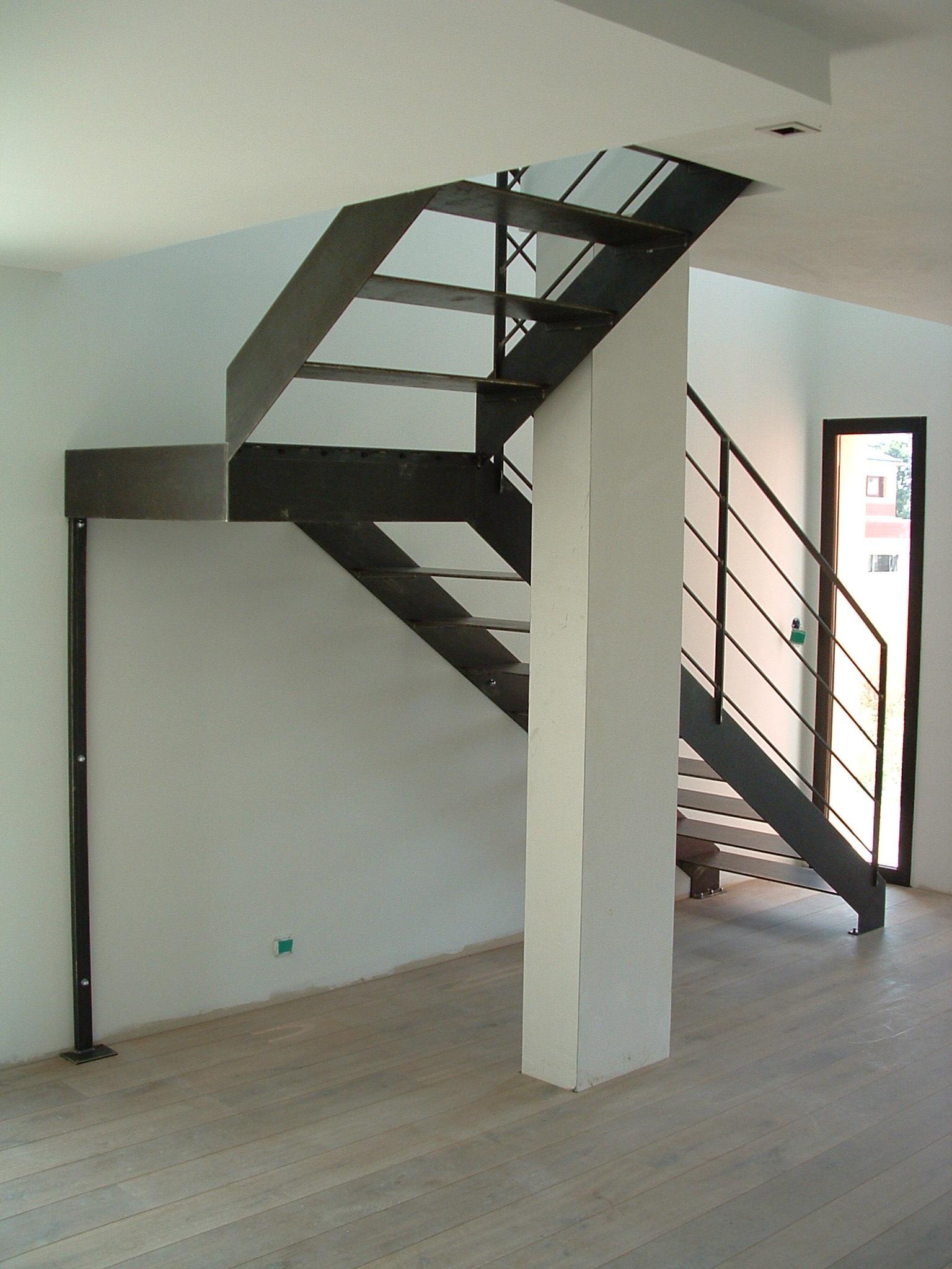 escalier intégralement en acier