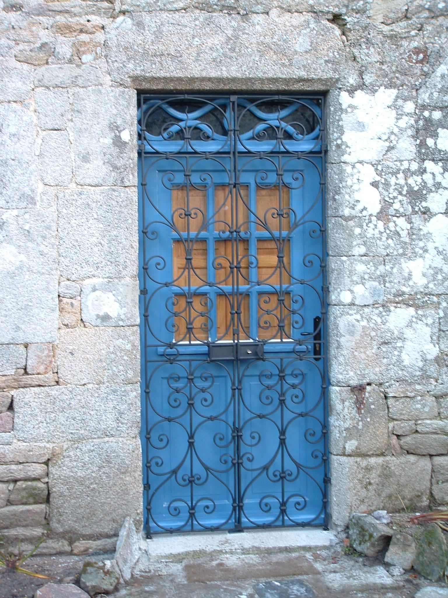 grille de défense en fer forgé pour porte d'entrée