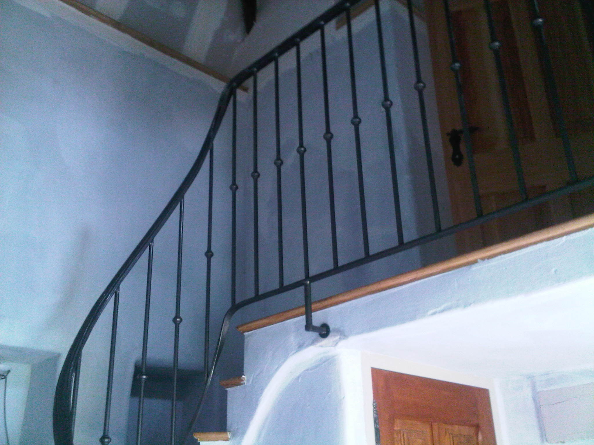 rampe débillardée, sur voûte sarrazine, finition métal brut ciré