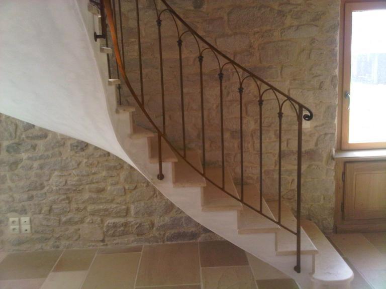 rampe débillardée finition rouillé et verni sur voûte sarrazine